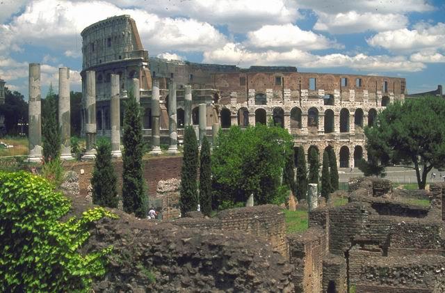 Colosseo  - foto APT di Roma - www.romaturismo.it