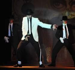MoonwalKing of Pop a Teatro