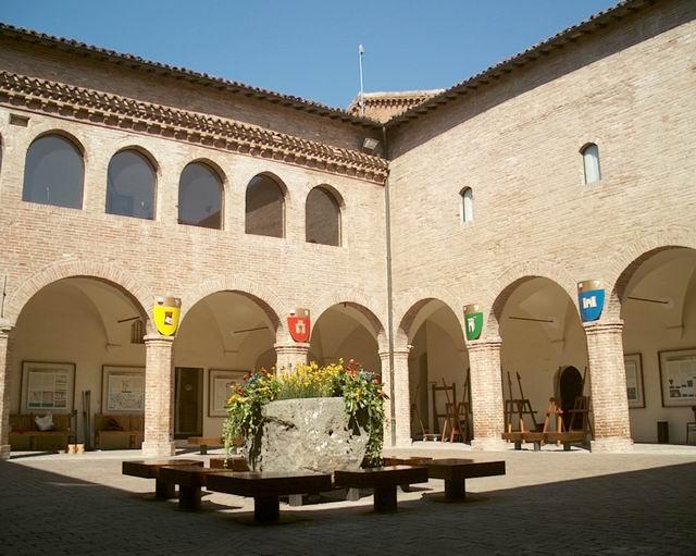 Museo della Carta e della Filigrana: Chiostro (Fabriano - AN)