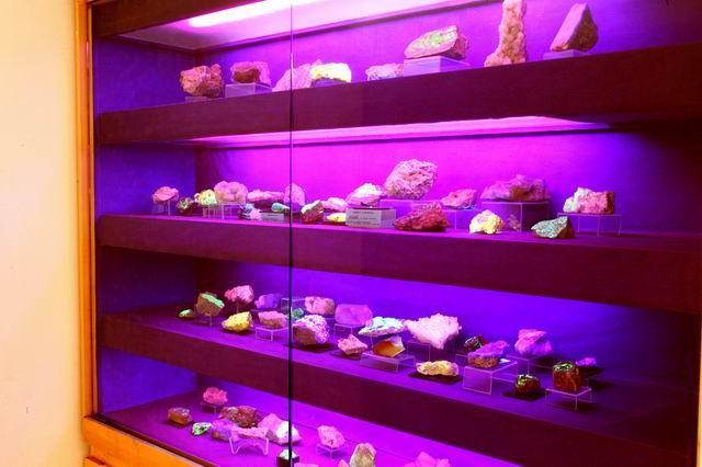 Minerali Fluorescenti - Museo Mineralogico Campano - Fondazone Discepolo