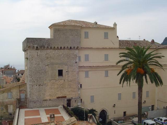 Torre dei Tamplari - Mostra Permanente Homo Sapiens e Habitat - Fondazione Marcello Zei