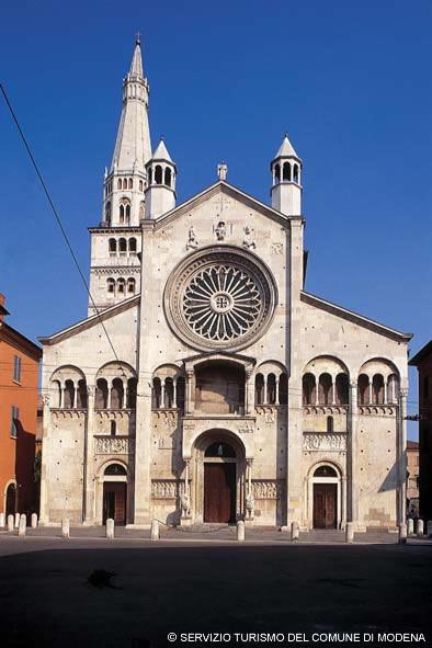 Duomo - IMMAGINI GENTILMENTE CONCESSI DAL SERVIZIO TURISMO DEL COMUNE DI MODENA