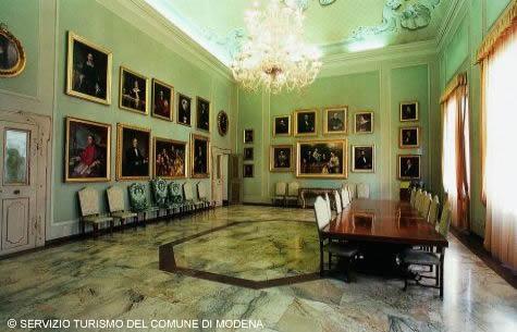 Palazzo Comunale - IMMAGINI GENTILMENTE CONCESSI DAL SERVIZIO TURISMO DEL COMUNE DI MODENA