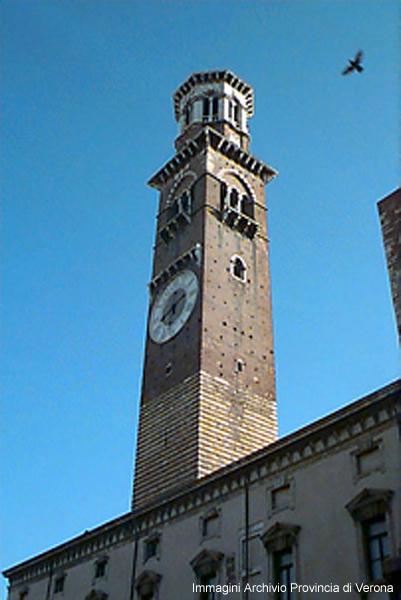 Piazza Signori-Torre Lamberti - Immagini Archivio Provincia di Verona