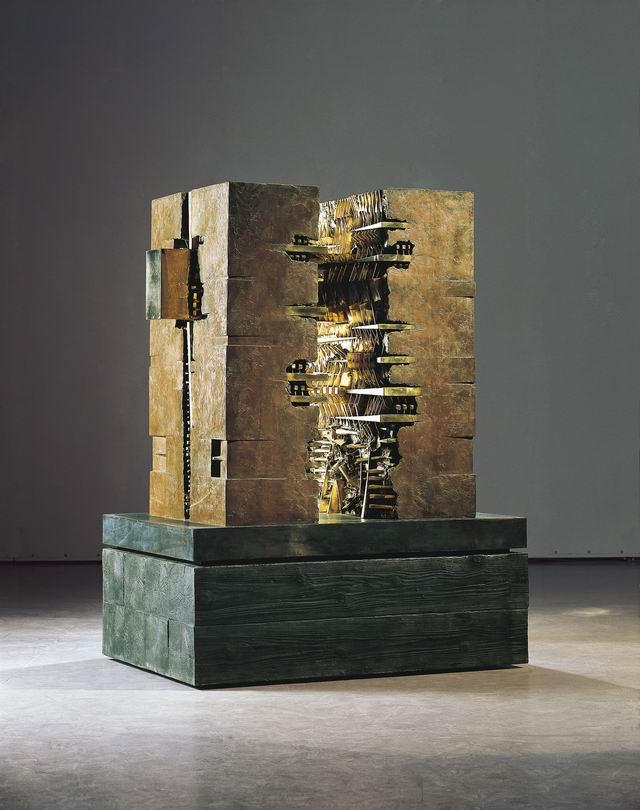 01. Soglia: a Eduardo Chillida, 2003, bronzo, 120x134x80 cm (foto Vaclav Sedy)