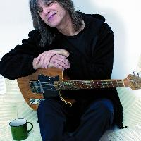 MIKE STERN	Photo by Sandrine Lee