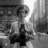 ew York, 10 settembre, 1955.© Vivian Maier/Maloof Collection, Courtesy Howard Greenberg Gallery, New York.