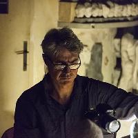Antonio  Biasiucci  mentre  lavora  nel  Magazzino  delle  Corazze