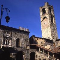 Bergamo, Piazza Vecchia: Campanone  (Provincia di Bergamo, Settore Cultura Sport e Turismo - Circolo Fotografico Marianese)